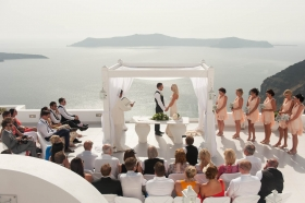 7 Tips For Your Romantic Honeymoon In Santorini