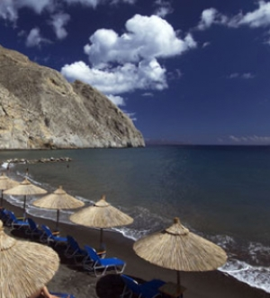 Explore Santorini with our Car Rental